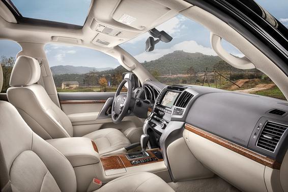 2012 Land Cruiser V8 seats