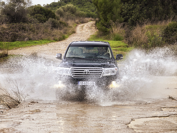 2012 Land Cruiser V8 water
