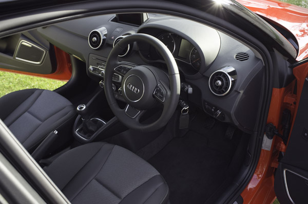 Audi a1 sportback 1 6 tdi review carwow for Audi a1 sportback interieur
