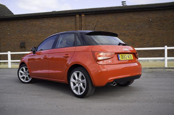 Audi a1 sportback 1 6 tdi review carwow for Audi a1 sportback interieur