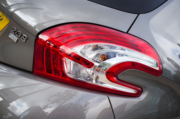 rear light peugeot 208