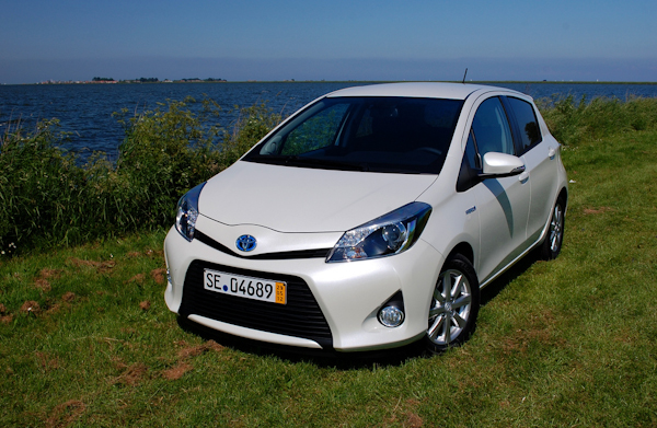 Toyota Yaris Hybrid Uk Review Carwow
