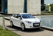 Renault-fluence-ze-white-charging